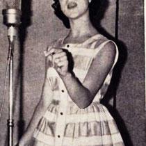 Een ander Teenager-zangeresje 'Monique', nam ook een plaatje op met de titel, ' 'N beetje Rock 'n beetje Roll' met aan de andere zijde 'Het is zo fijn om Teenager te zijn'