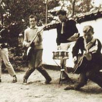 THE ROCKETS - Zaandam  Ferry Bruin - gitaar/zang Ruud Bakker - gitaar/zang Piet Evers - basgitaar Ab Baas - drums