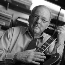 In 1958 bouwt het Zweedse Hagstrom voor het eerst elektrische gitaren! De eerste Hagstrom gitaren hadden nog de typische celluloid afwerking, een materiaal uit de accordeonproductie van de firma Hagstrom.