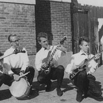 THE THUNDERBIRDS - Hilversum  Martin Dubbeldam zang  Cees de Graaf slaggitaar/zang  Wim Boor sologitaar  Dick Bakker orgel  Wil Hemmes basgitaar  Hans Verhoeven drums