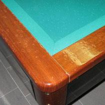 Modello Hermelin senza buche in mogano - Particolare angolo