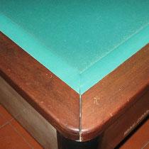 Modello Mab senza buche in mogano con sei basi quadrate - Particolare angolo