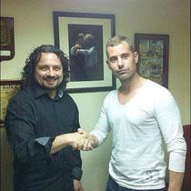 Moisés sella el acuerdo con Xavier Herrero