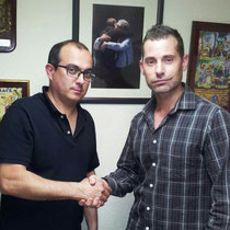 """Nuestro presidente firmando el contrato con """"Yoitu"""""""