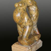 Amantes / 28 x 18 x 10 cms / técnica: talla directa en piedra