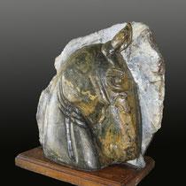 Noble Brioso / 49 x 46 x 21 cms / técnica: talla directa en piedra