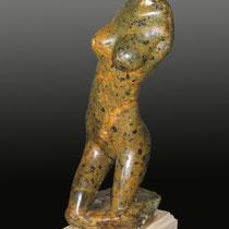 Helena / 32 x 11 x 15 cms / técnica: talla directa en piedra