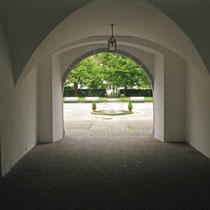 © Traudi – Residenzschloss Wiesensteig, Durchgang zum Schlosshof