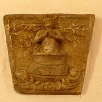 © Traudi - Relief über der Tür