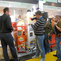 TV-Filmteam am Messestand Popcorn-World