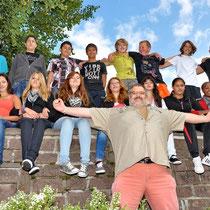Klasse 8b mit ihrem Klassenlehrer Rainer Schmolck