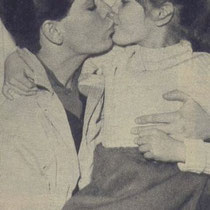 In januari vertrok Cliff voor vier weken naar Amerika voor een toernee. Hier het afscheid van zijn achtjarige zus Joan op London Airport