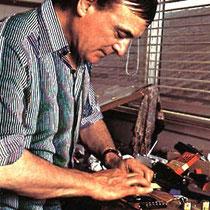 In 1963 deed Hank een verzoek aan Jim Burns (Burns London) om in samenwerking met Bruce een gitaar te ontwikkelen die aan de smaak en sound van hun voldeed