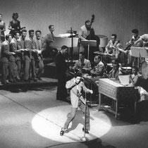"""Op 13 september 1958 was Cliff voor het eerst te zien bij ABC television, in het populaire programma """"Oh Boy"""" van Jack Good met de nummers, """"Move It"""" """"Don't Bug Me Baby"""" en samen met de """"Oh Boy show cast"""" met """"Hoots Mon""""  totaal optreden 25 minuten"""