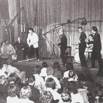 Op 9 en 10 februari 1959 werden live opnames gemaakt met 200 gillende fans