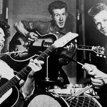 """Harry Webb vormde met vrienden Ian Samwell en Terry Smart het trio """"The Drifters"""" (zonder bassist)"""