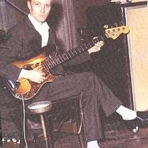 """Jet in de studio met zijn """"Fender Presision"""""""