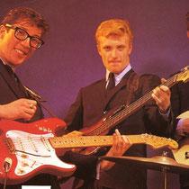 """Bruce met zijn """"blonde"""" Telecaster Hank op """"Fiesta rode"""" Stratocaster en Jet op zijn """"Sunburst"""" Presision Bass"""""""