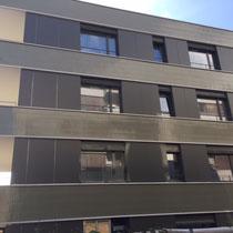 Fassadenkeramik-Grossbaustelle-Plattenleger