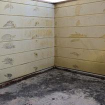 ②床は排水条件が不適。壁は内部の湿気が抜けない通気閉塞。