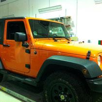 Komplettfolierung Jeep Wrangler von Schwarz nach Orange
