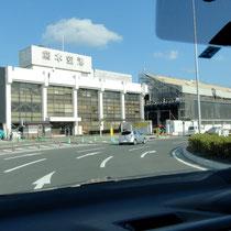 熊本空港に到着、レンタカーを借りる。