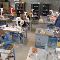 Blick in das Lampenglas-Atelier in Sars-Poteries.