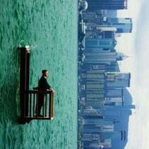 Ramette Philippe, Balcon 2 (Hong Kong), 2001, photographie couleur, 150x120cm.
