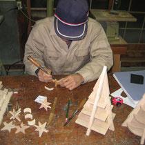 クリスマスツリーモミの木製作中