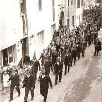 La prima sfilata per le vie di Calmasino
