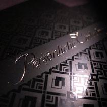 Einladungskarte 4c mit Mattlack, partiellem UV-Spotlack glänzend und goldener Heißfolie