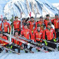 Stage Val Formazza actuellement, photo de famille avec les juniors et le staff
