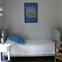 Petite chambre contigue de la suite de Tante Madeleine au Masbareau à Royéres proximité Limoges Limousin