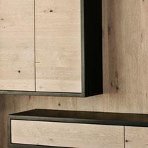 Meuble TV / Hi-fi en chêne massif blanchi à noeud et medium laqué noir, Tiroirs range-CD et étagères