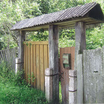 Ворота дома семьи Драгунов