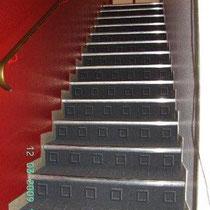 Treppe beklebt