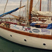 """Barca oceanografica """"Delphis Onlus"""" che monta il motore ibrido montato dall'Officina"""
