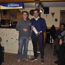 Ein Dankeschön an Matthias Körner, der nach 6 Jahren sein Amt als Kassier an Christian Geiges übergibt.