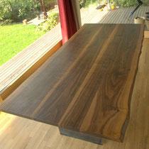 Tischplatte Nuss mit Baumkante
