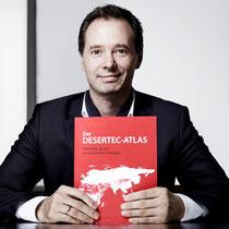 """Fototermin für """"Hanse Style"""" mit dem neu erschienen Desertec-Atlas, November 2011. Foto: Tim Wendrich"""