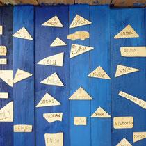 Namenschilder sägen und Holz brennen