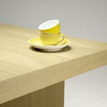 """Tisch in Eiche (furniert), gefärbt mit der Naturfarbe """"5 ELEMENTE"""""""