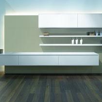 Wohnambiente mit Küchenmöbeln in Mattlack weiß - mit freundlicher Genehmigung von Fa. pronorm Einbauküchen