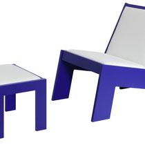 Lounge Chair modern mit Hocker in Mattlack blau und Polster weiß