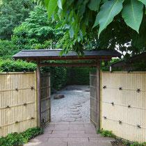Eingangstor zum Teegarten
