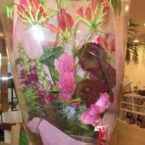 お誕生日祝いの花束(グロリオーサ、ダリア、スナップなど)