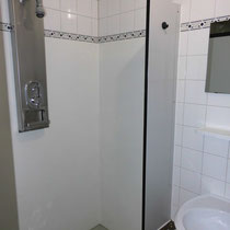 Beispiel Duschkabine mit Waschbecken Herren
