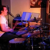 Schlagzeuger Patrick Spies hält zusammen und treibt an!