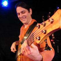 """Der Kaiserslauterer Bassist Jörg Kirsch mit """"Djulia & Band"""""""