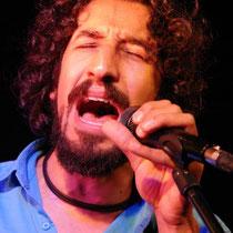 """""""Half Shot"""" ist das Akustik-Derivat der Band """"Hard Shot"""" mit ihrem Sänger Pouya Nemati"""